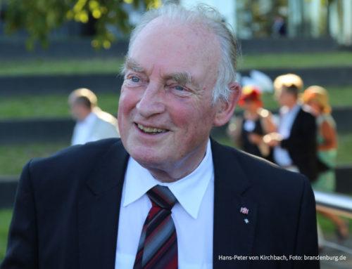 """""""Held von der Oder"""" wird 80 – Woidke gratuliert Hans-Peter von Kirchbach"""